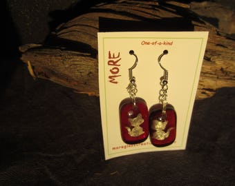 Earrings pink fuchsia transparent with silhouettes of cats in silver