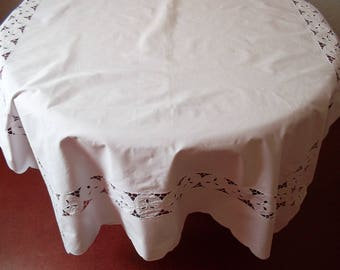 Beautiful tablecloth with richelieu embroidery