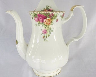Vintage Royal Albert, Old Country Roses, big porcelain teapot from 1962