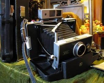 Vintage Polaroid Automatic 250 Land Camera w Orig Papers + Book, Flash + 7 Bulbs w Pkg, 1 Battery w Pkg, Cold Clip, 19 Photo Backs, + Case