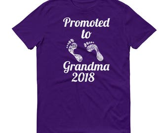 Pregnancy Announcement Promoted to Grandma Short-Sleeve T-Shirt