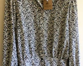 Size 12 Bold retro 80's blouse with cuffed sleeves and shoulder pads- vintage