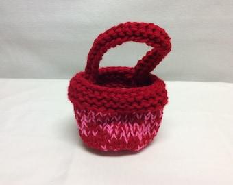Knit Valentine's Day basket