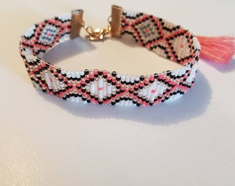 Pink bracelet with miyuki beads
