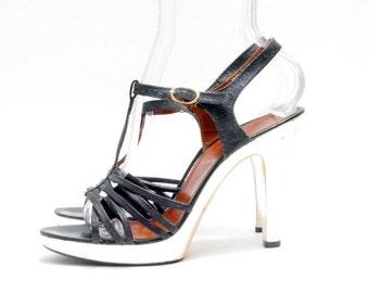Size 7.5M // Reflective Heels Vintage Black Leather Gold Platform Shoes// High Heel Strappy Sandals// Platform T-Strap Sandals// 117