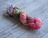 Light Calico Scallop Fuchsia Magenta Blue Gold Speckled Hand Dyed Yarn // Merino Nylon Sock Fingering Weight Yarn // Superwash Sock Skein
