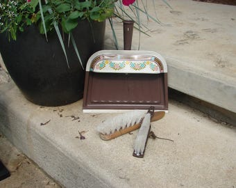 Vintage Ballonoff dust pan with brushes