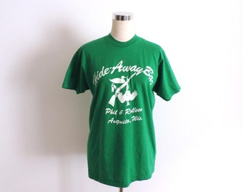 Hide-Away Bar T Shirt Augusta WI Green Small Medium