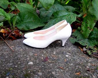80s Bright White Lace Pumps Kitten Heels Retro Bridal Wedding Slip Ons Womens 6 7