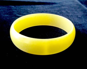 Satin Moonglow Bangle Bracelet 1950-1960s Lucite Vintage Yellow
