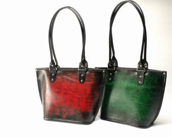 Medium Leather Tote with Magnetic Closure