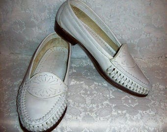 Vintage Ladies White Woven Leather Tassel Loafers Slip Ons Flats by Cole Haan Size 5 Only 9 USD