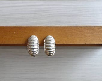 10-25% OFF Code In Shop - Vintage 80's Abstract Modernist Curved Silver Clip On Earrings