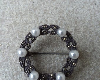 Vintage Antiqued Silver Marcasite White Pearl Small Round Wreath Brooch, Vintage Marcasite Brooch, Bridal Bride Wedding Jewelry Jewellery
