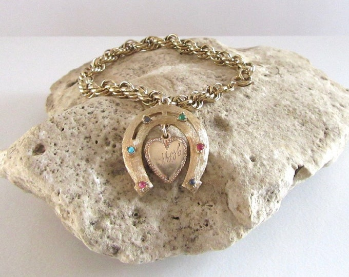 Gold Tone Loose Rope Chain Bracelet with Horseshoe Charm and Floating heart, Charm Bracelet, Horseshoe Charm, Heart Charm