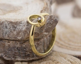 DIAMOND ELLIPSE | 18ct Yellow Gold ring
