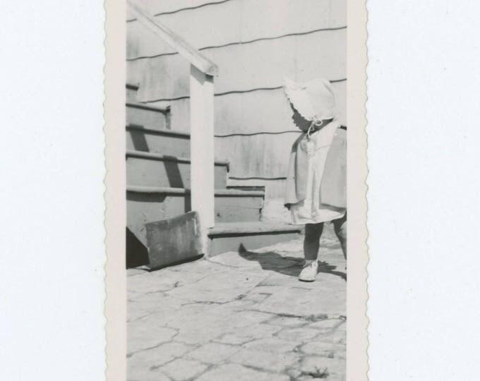 Vintage Photo Snapshot: Toddler in Sun Bonnet, 1940s-50s (76587)