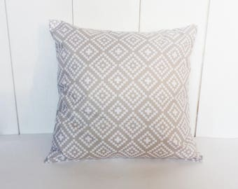 Cushion cover 40 x 40 cm pattern Nordic Scandinavian style grey and white - home decor.