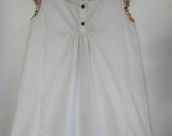 white dress with ruffle Apple and flower patterns, 4/6 years