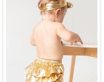 Metallic Gold diaper cover- Ruffle bloomers diaper cover - GOLD - Nappy cover- 12 18 24 mo - Photo prop