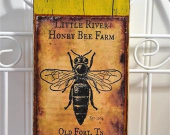 Honey bee wall décor -  Rustic honey bee wall sign - Wooden honey bee sign-  Country rustic bee sign décor-  bee wall art- honey bees