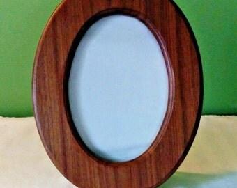 Vintage Wood Oval Picture frame, 5 x 7, handcrafted, desktop oval frame, 1980s