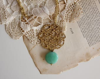 Green agate gemstone necklace