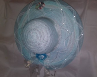 Light blue n white straw hat