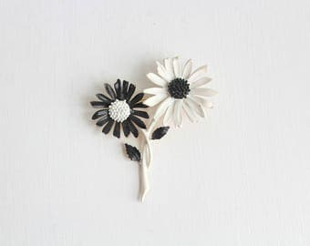 Daisy Brooch, Daisy Pin, Black & White Daisy Brooch, Black and White Daisy Pin, Enamel Daisy Brooch, Enamel Daisy Pin, Flower Brooch, Flower