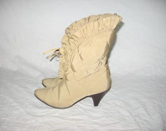 VTG Rare Beige Quilted Stitch Detail Pointed Toe Ruffled Fabric High Heels Tie Open Front Above Ankle High Booties Boots Shoes Size 6 1/2 M