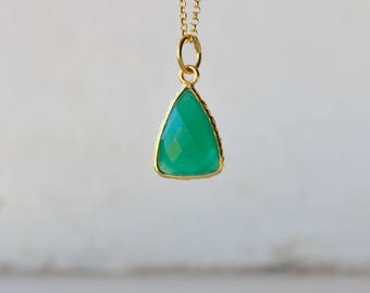 Green onyx necklace, gold green onyx necklace, green onyx triangle necklace, birthstone necklace, green necklace, green gemstone necklace