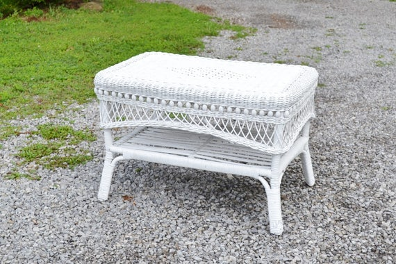 Vintage white wicker coffee table end table summer porch White wicker coffee table