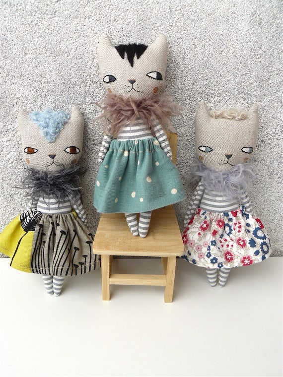 Little funny cat dolls. 20 cm. Embroidered and hand painted.