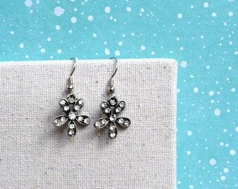 Vintage Earrings, Rhinestone Sparkly Flower Earrings, Elegant Earrings, Vintage Jewelry, Gift For Her, Christmas Gift, Gift Under 20 Dollar.