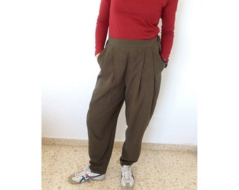 Green Crèpe Puffed Pleated Trousers with Pockets and Elastic Waistband