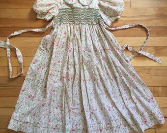 Vintage 1980s Girls Floral Smocked Dress! Size 6-7