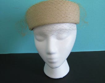 1960s vintage straw hat with veil, tan. Women's pillbox hat with veil. mid century. bow to back. Union made in USA