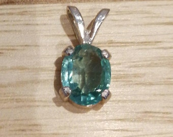 Colombian Emerald pendant 1.1ct oval faceted vs natural no treatment