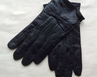 Vintage Unworn leather gloves, black leather gloves, size ladies size M , cotton lined leather gloves.