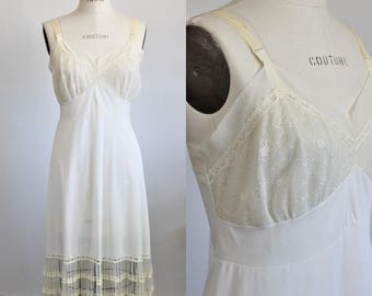 Vintage 1950s 1960s Ivory Slip / 50s Aristocracy by Superior Nylon Slip Dress Nightgown / Vintage Lingerie / Pinup Pin Up Ruffled Lace Trim