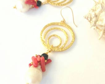 golden earring with baroque pearl and coral