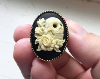 Skull Ring, Flower Skull Ring, Black Cameo Skull Ring, Halloween Ring, Halloween Jewelry, Gothic Jewelry, Gothic Ring, Gold Adjustable Ring