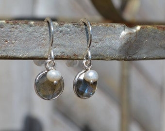Labradorite  and pearl earrings, sterling silver gemstone, drop earrings, gift for her, minimalist earrings, small earrings