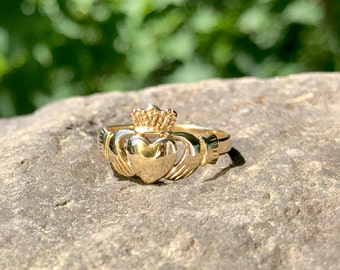 Gold Claddagh Ring – Irish Wedding Band – Heart and Crown Ring – Commitment Ring - Promise Ring – Solid 9k Gold Ring – WhistlingGypsyVTG