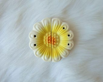 Vintage Daisy Salt and Pepper Shakers, Japan