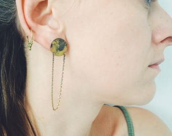 Circle Ohrstecker brass patina, brass earrings with chain, brass earrings, fire patina, handmade, one of a kind, unique, Berlin
