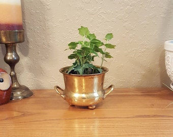 Vintage brass planter with 2 handles and 3 ball feet.