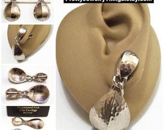 Avon Hammered Domed Disc Clip On Earrings Silver Tone Vintage 1992 Chain Link Dangles Center Crease Fold