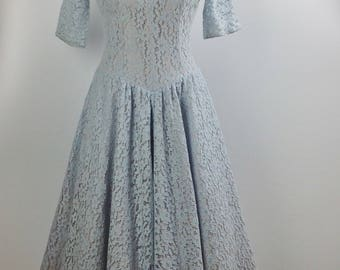 1950's Cotton Lace Party Dress / Pwder Blue / Full Skirt / Acetate Lining / Size Medium