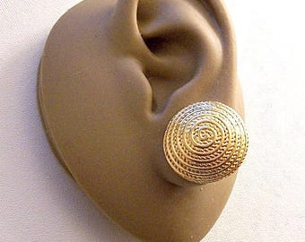 Avon Swirl Twisted Rope Clip On Earrings Gold Tone Vintage Raised Ribbed Spiral Ring Circles Domed Round Discs